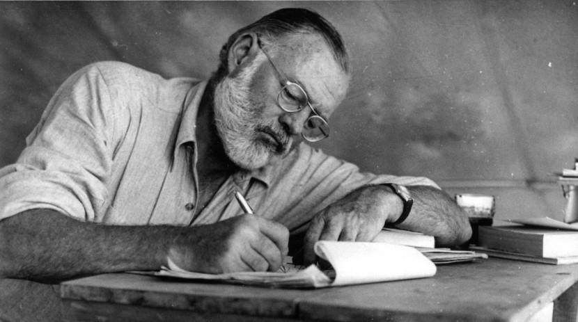 lebar Hemingway menulis